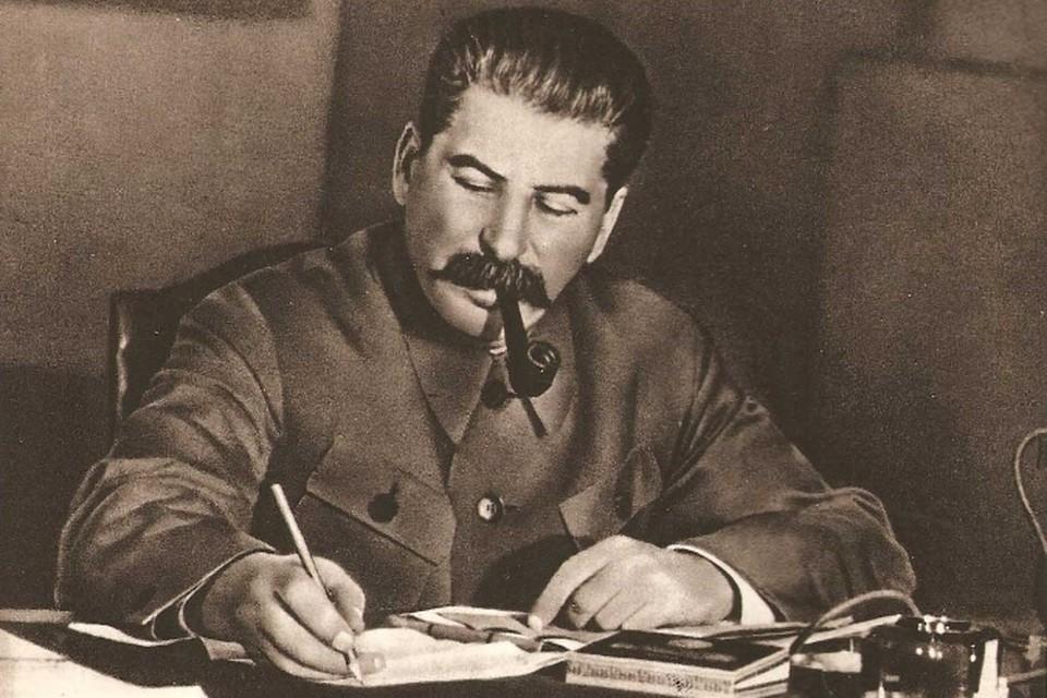 Сталин курил в форточку украдкой от охраны: как партия заботилась о здоровье советских вождей