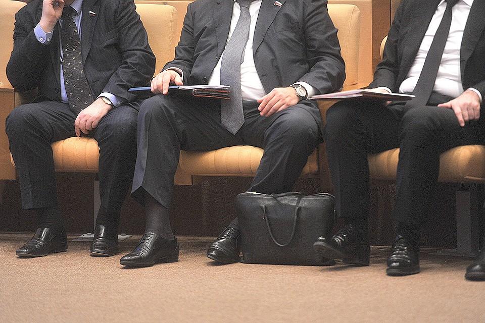 «Комсомолка» решила разобраться, за что чиновники попадают в «черный список» и как живут дальше с такой репутацией.