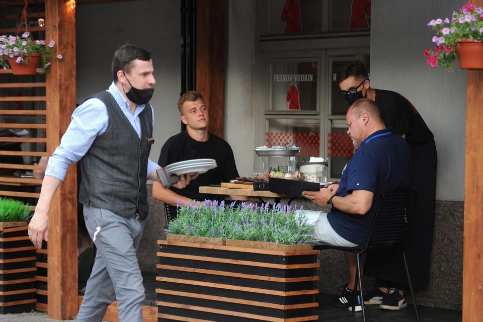 Гастротуризм привлекает в Петербург все больше путешественников.