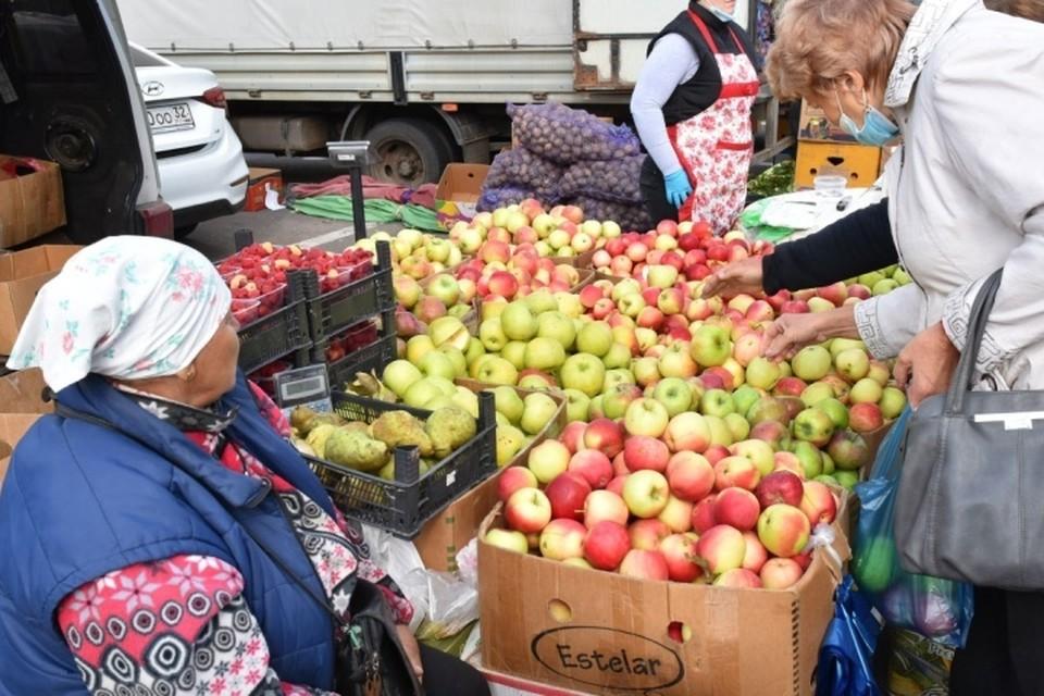Ярмарки выходного дня прошли в Брянске и во всех муниципальных районах и городских округах области.