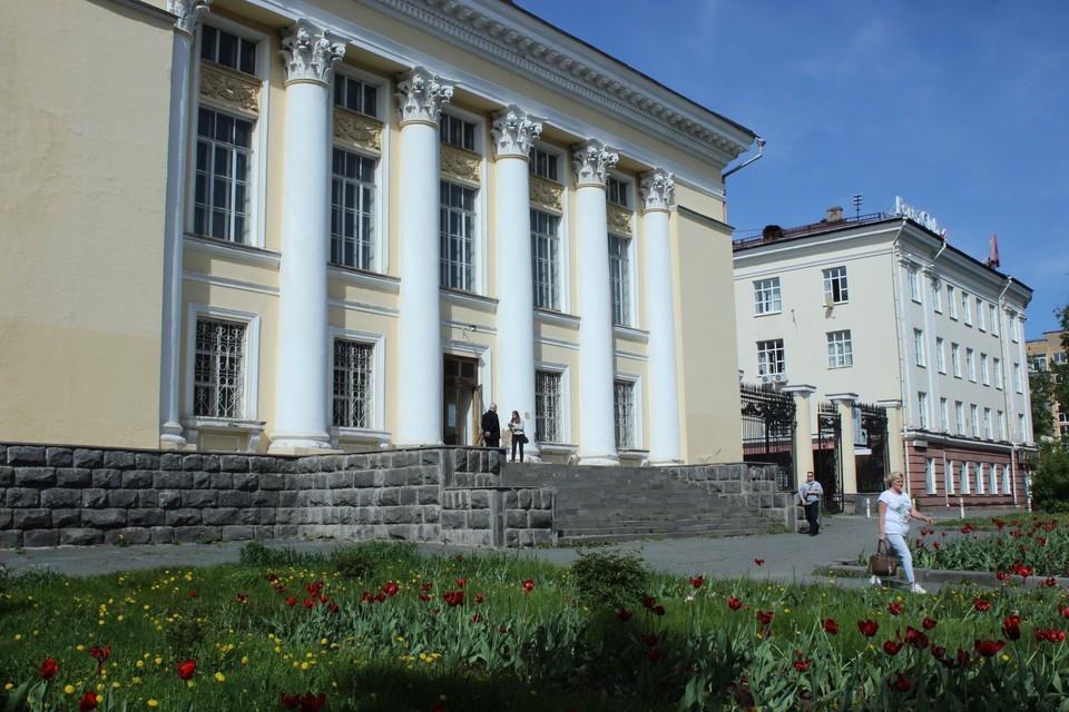 Библиотеку закрыли для посещения в 2011 году