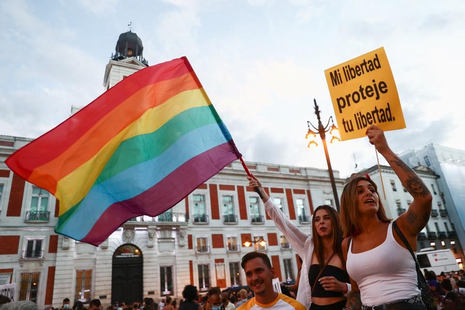 Глава МИД Венгрии Петер Сийярто рассказал о том, что принятый в его стране июне «антигейский» закон не нарушает прав ЛГБТ-сообщества.