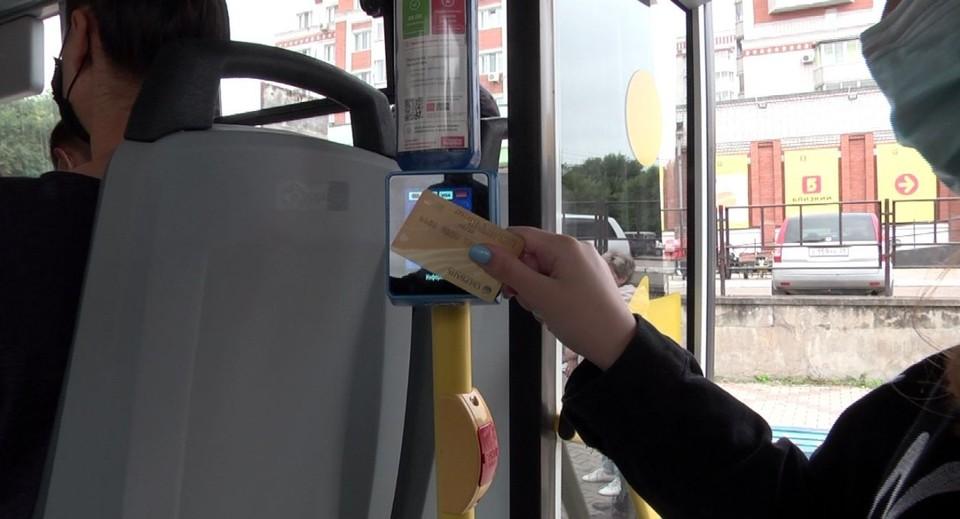 Возможность оплатить проезд наличными в автобусах с терминалами сохраняется фото: администрация Благовещенска