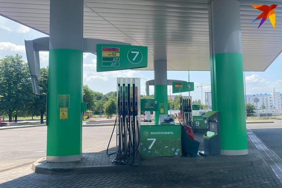 С полуночи 14 сентября в Беларуси снова дорожает бензин и солярка.