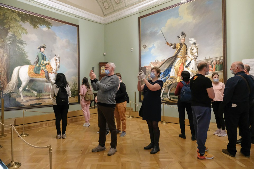 Смольный подарит бесплатные билеты в музей и на экскурсии в Петербурге