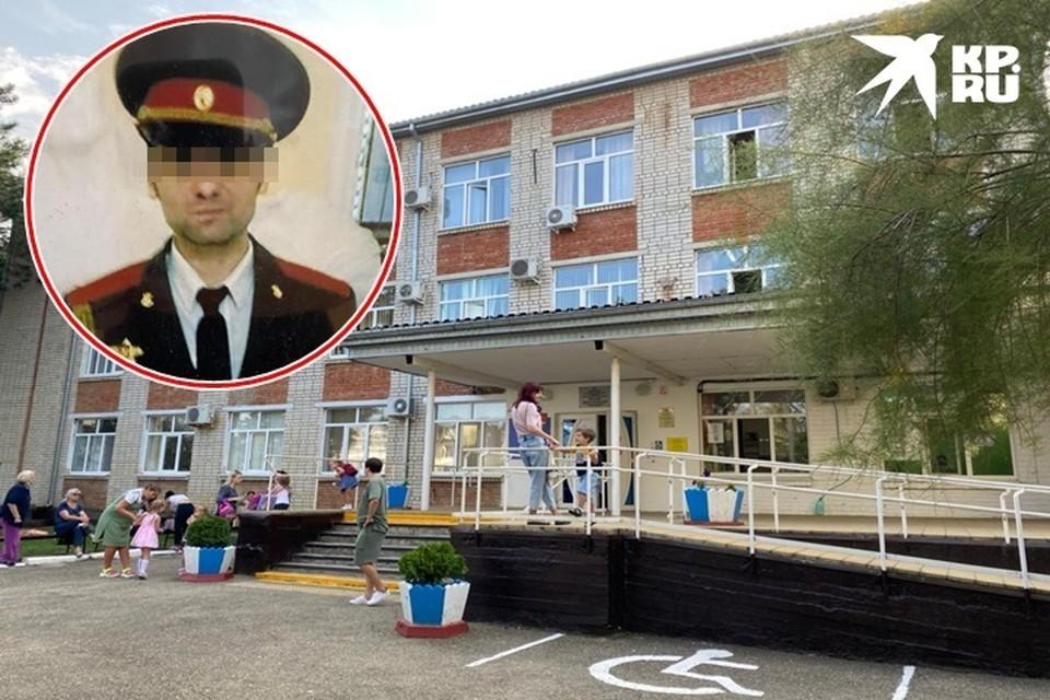 Преподаватель начал работать в школе искусств с 1 сентября. Его фото висит на стенде выпускников учреждения
