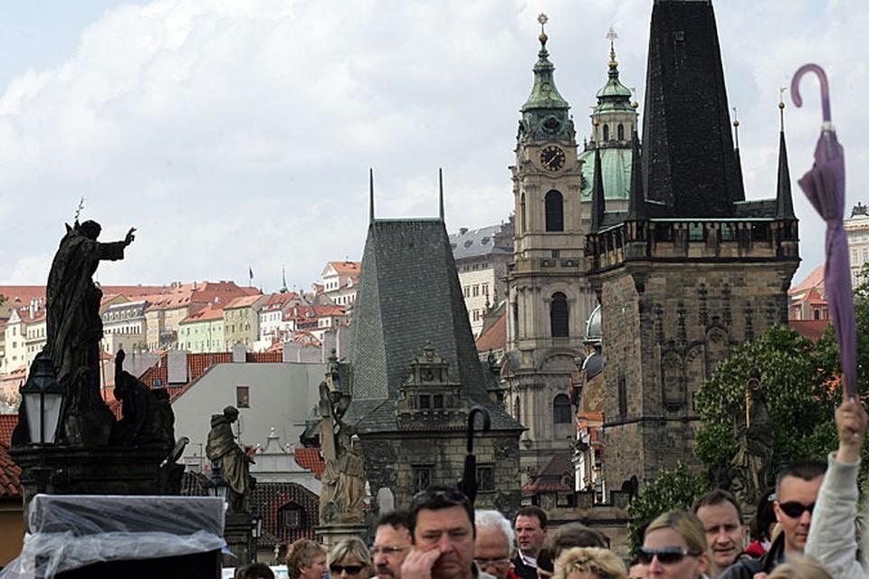 В этом году к празднику в Праге сварят красное пиво с розовой пеной и медовым вкусом
