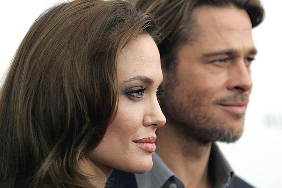 Появилась информация о том, что причиной развода стал тайный роман Джоли