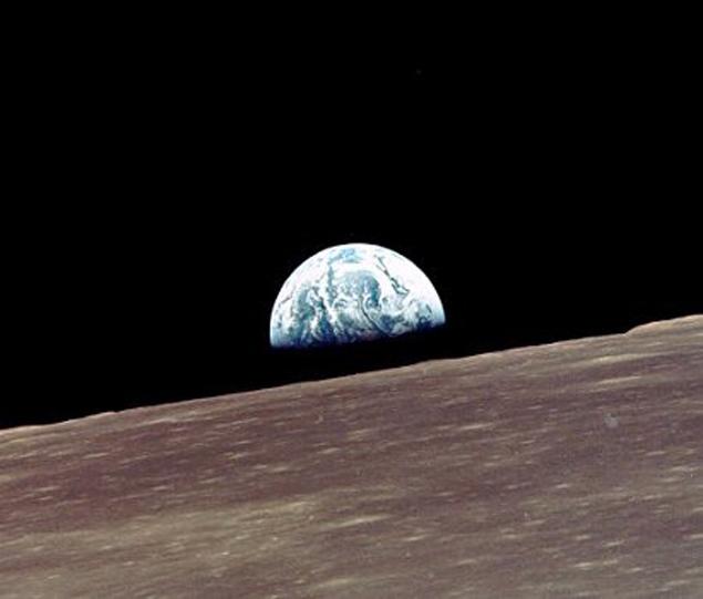 """Поверхность Луны, снятая с борта """"Аполлона-10"""""""